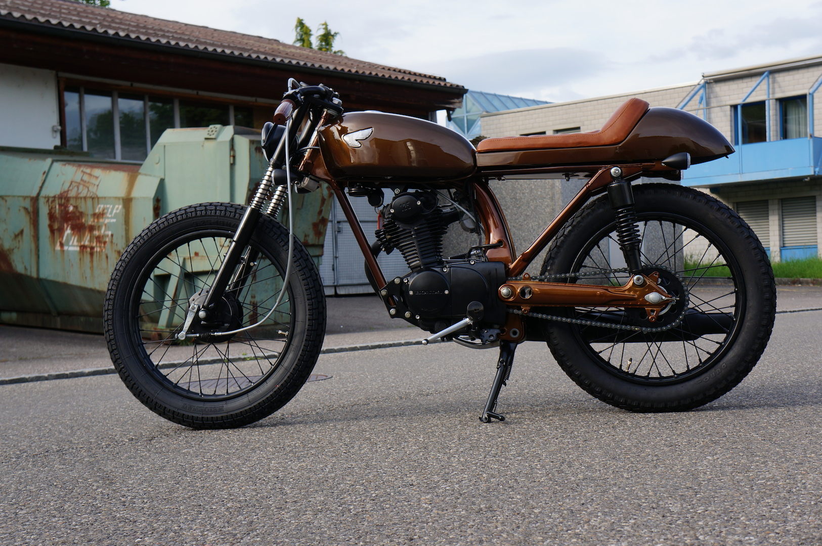 rocket-sprocket-customs_honda-cb125s-brown-mini_01