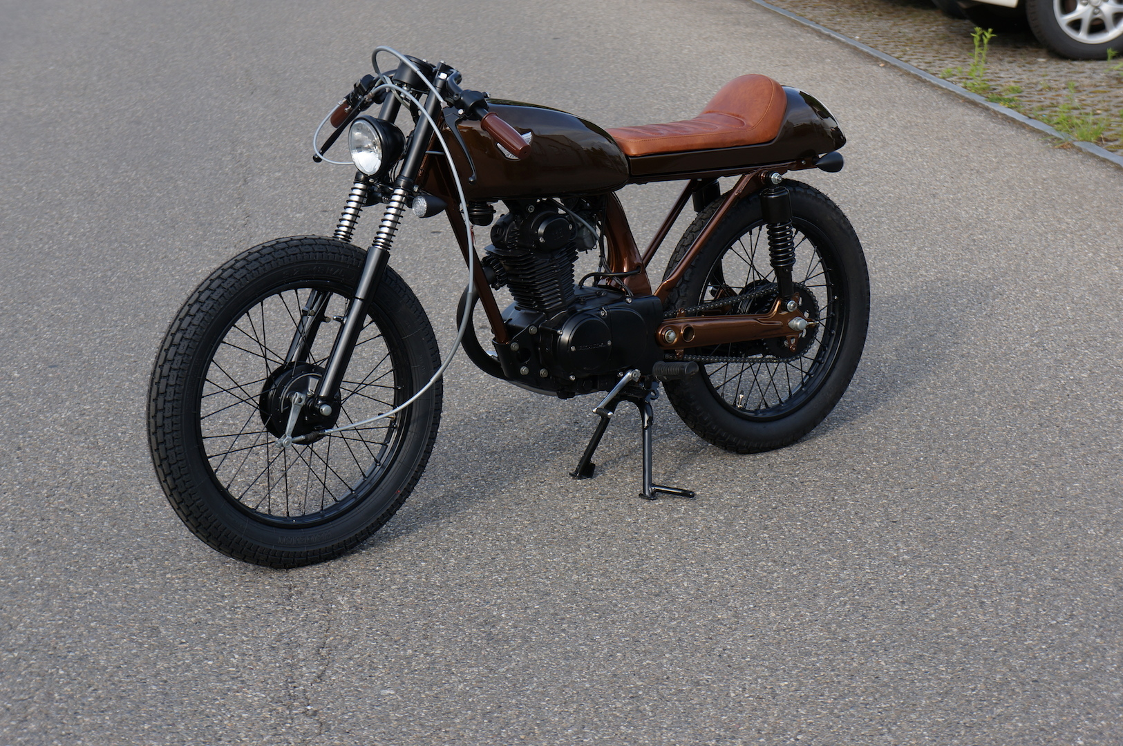 rocket-sprocket-customs_honda-cb125s-brown-mini_02