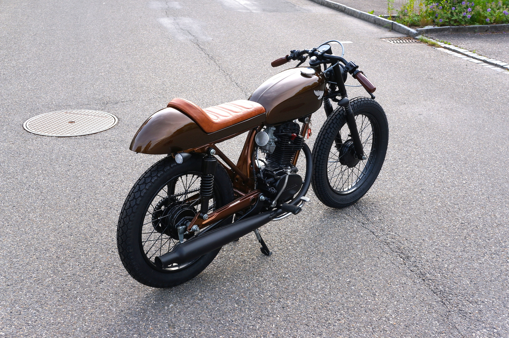 rocket-sprocket-customs_honda-cb125s-brown-mini_03