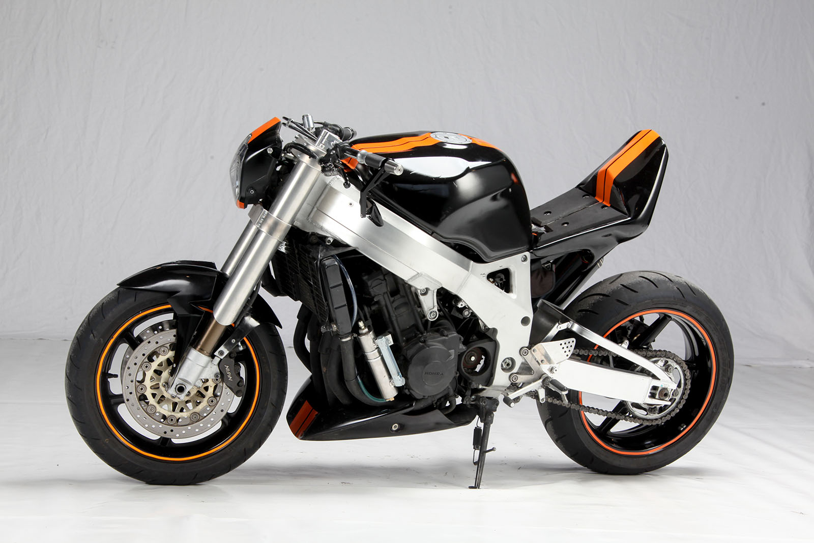 rocket-sprocket-customs_honda-cbr900-streetfighter_03